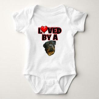 Älskat av en Rottweiler 2 Tee Shirt