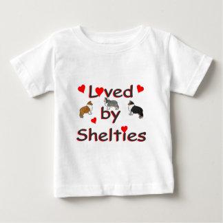 Älskat av shelties tee shirts