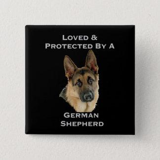 Älskat & skyddat av en tysk herde standard kanpp fyrkantig 5.1 cm