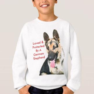 Älskat & skyddat av en tysk herde tee shirts