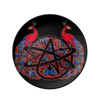 Älskvärd ateistpåfågel porslinstallrik
