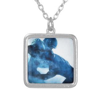 amerikan-fotboll-spelare-silhouette-en-porträtt silverpläterat halsband