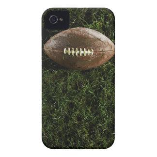 Amerikanfotboll på gräs, beskådar från över Case-Mate iPhone 4 skydd