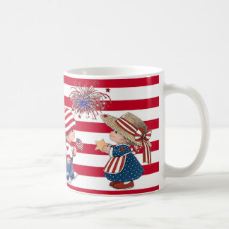 Amerikanpojke och patriotisk mugg för flicka