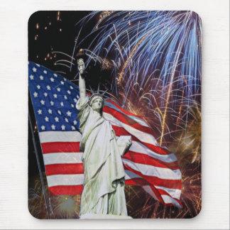 Amerikanska flaggan, fyrverkerier och mus mattor