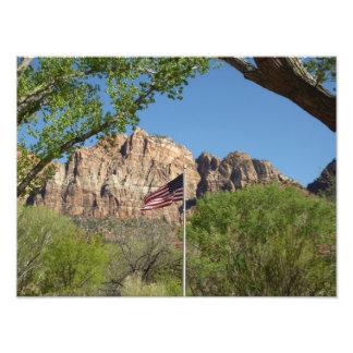 Amerikanska flaggan i tryck för Zion nationalparkf Fototryck