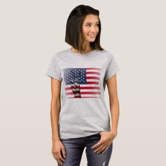 Amerikanska flagganfredsteckenkvinna skjorta t-shirts