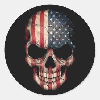 Amerikanska flagganskalle på svart runt klistermärke