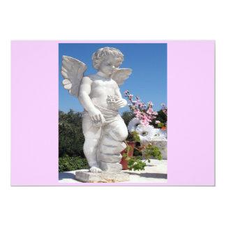 Ängelstaty i rosor och vit mig 12,7 x 17,8 cm inbjudningskort