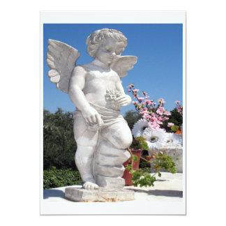 Ängelstaty i vit 12,7 x 17,8 cm inbjudningskort