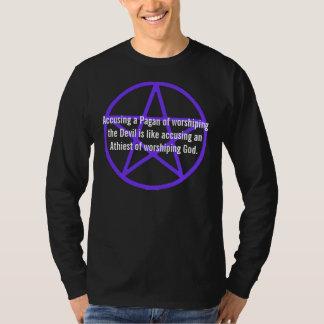 Anklaga en Pagan av att tillbe djävulenskjortan T-shirts