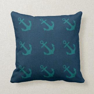 Ankrar i havblåttgrönt kudde