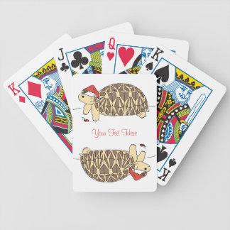 Anpassadestjärnasköldpadda som leker kort spelkort