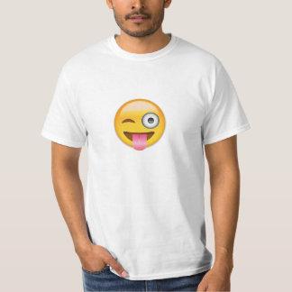 Ansikte med klibbat ut spontar och blinka ögat tshirts