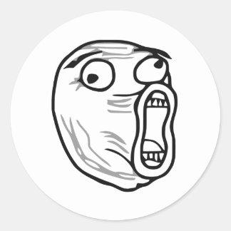 Ansikte Meme för ursinne för LOL-skratt ut högt Rund Klistermärke