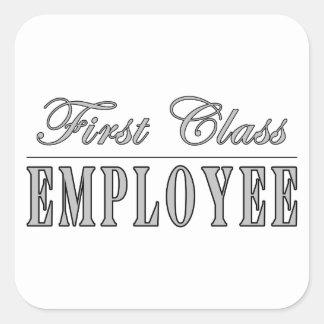 Anställda klassificerar först anställd fyrkantigt klistermärke