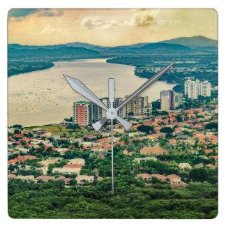 Antennen beskådar av Guayaquil Outskirt från Fyrkantig Klocka