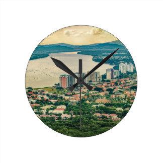 Antennen beskådar av Guayaquil Outskirt från Rund Klocka