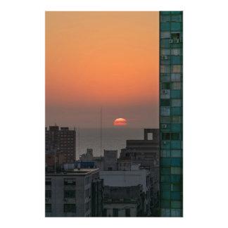 Antennen beskådar av solnedgång på floden i fototryck