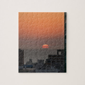 Antennen beskådar av solnedgång på floden i pussel