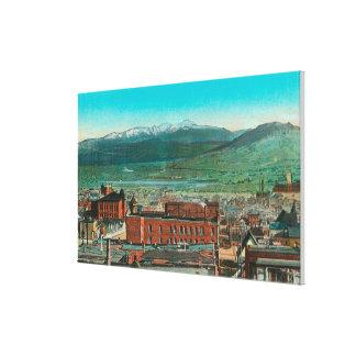Antennen beskådar av stad och höglandberg canvastryck