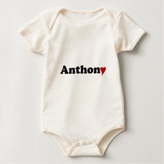 Anthony med hjärta sparkdräkt