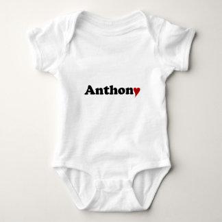 Anthony med hjärta tee