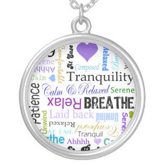 Anti-spänningen kopplar av & andas silverpläterat halsband