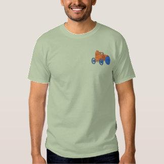 Antik ångatraktor broderad t-shirt