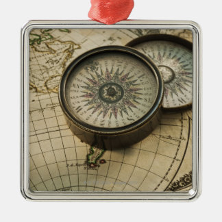 Antik kompass på karta julgransprydnad metall