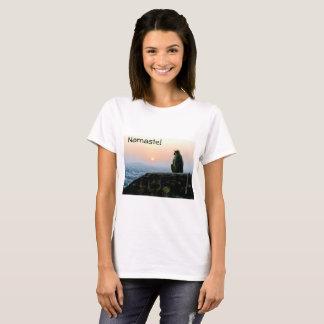 Apa för Namaste meditationYoga i Indien på T Shirt