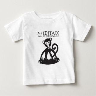 Apa som mediterar yoga tee shirts