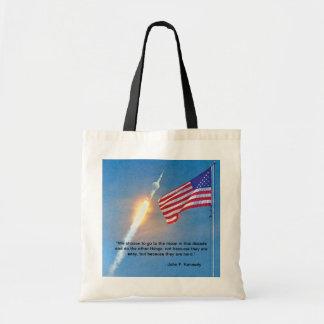 Apollo 11 barkass med amerikanska flaggan tygkasse