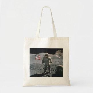 Apollo 17 sist man på månebudgettotot tygkasse