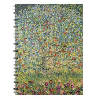 Apple träd av Gustav Klimt, vintageart nouveau Anteckningsbok