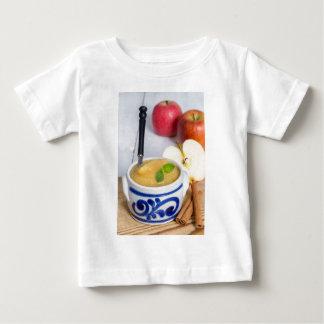 Applesauce med kanel i stengodsbunke t-shirt