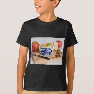 Applesauce med kanel i stengodsbunke tröjor