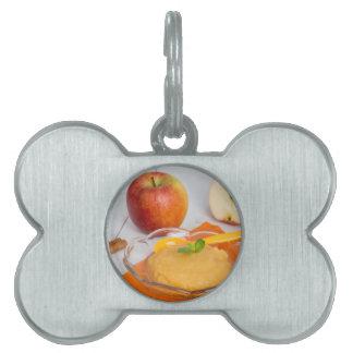 Applesauce med kanel och den orange skeden