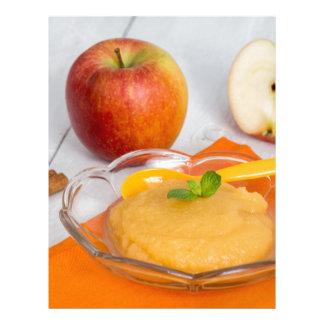 Applesauce med kanel och den orange skeden brevhuvud