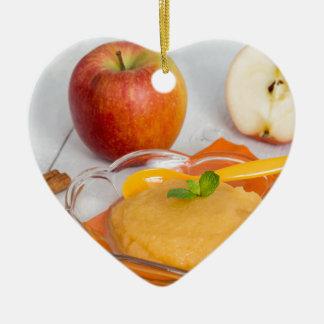 Applesauce med kanel och den orange skeden julgransprydnad keramik