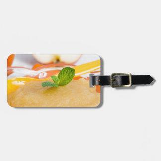 Applesauce med kanel och den orange skeden lapp för bagaget
