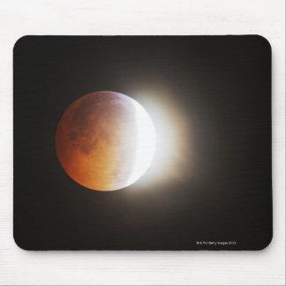 Approching den sammanlagda förmörkelsen av månen musmatta