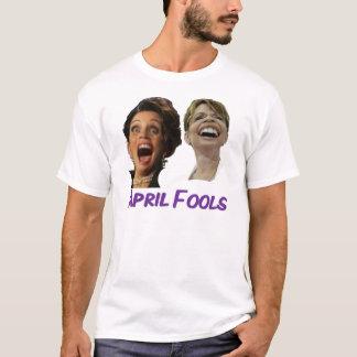 April bedrar Michelle Bachmann & den Sarah Palin T-shirt