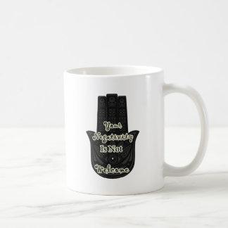 """""""Är din Negativity inte den önskade"""" Hamsa Kaffemugg"""