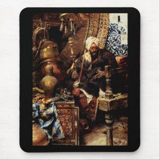 Arabisk återförsäljare bland hans antikviteter musmatta