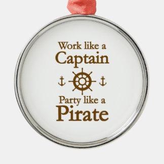 Arbetsnågot liknande en kaptenpartynågot liknande julgransprydnad metall