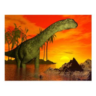 Argentinosaurusdinosaur vid solnedgång - 3D Vykort