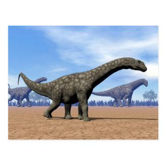 Argentinosaurusdinosaurs går - 3D framför Vykort
