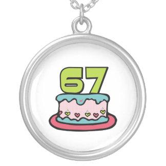 Årig tårta för födelsedag 67 silverpläterat halsband