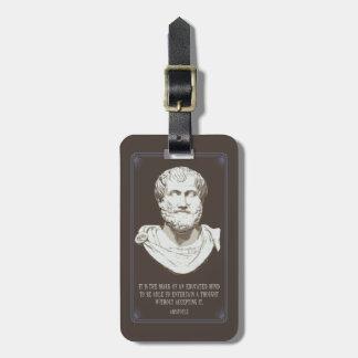 Aristotle utbildade varar besvärad bagagebricka